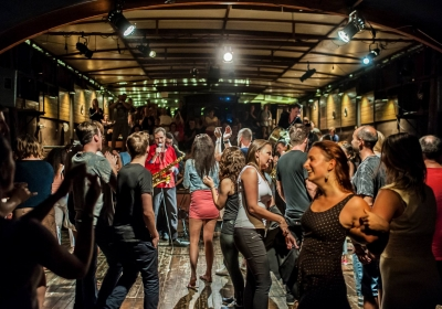 Balkan Fiesta na lodi Tajemství