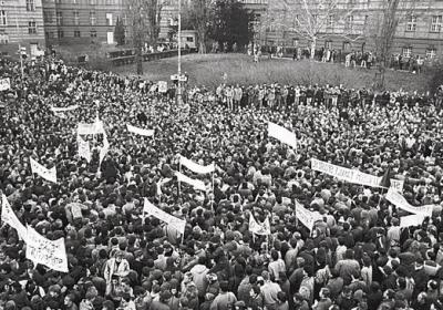 Debata o protikomunistické opozici roku 1989